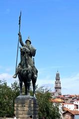Statue des Vimara Peres an der Kathedrale von Porto