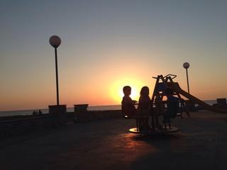 giocando con il tramonto