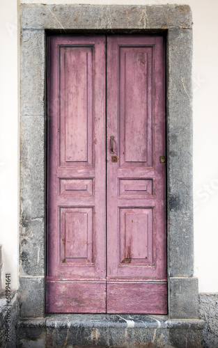 vecchio portoncino rosa - 68994641