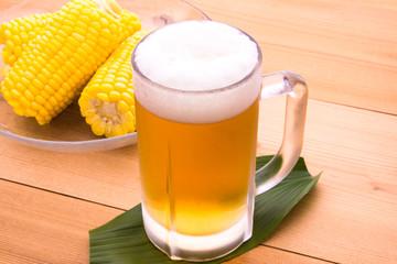 ビールと茹でとうもろこし