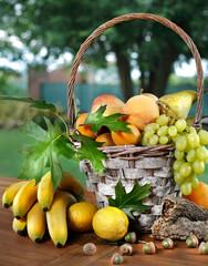 Cesto di frutta assortita