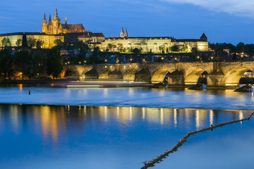 Prager Burg beleuchtet bei nacht