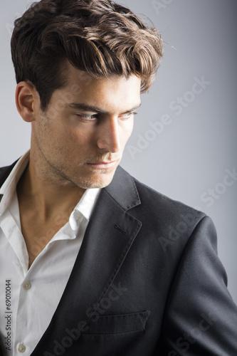 Elegant man - 69010044