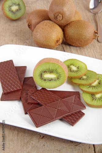 canvas print picture Kiwi mit Schokolade