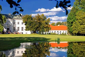 Am Teich von Schloss Neuhardenberg in Brandenburg