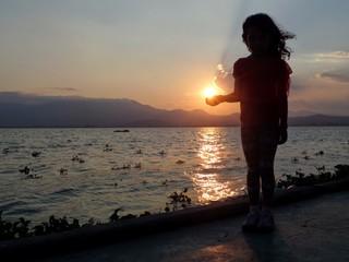 Luz en mano