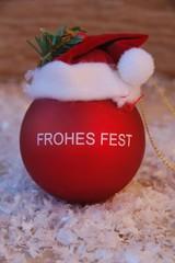 Frohes Fest - Weihnachtskugel im Schnee