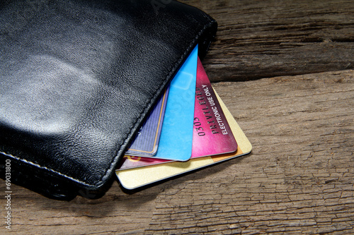 credit card in wallet - 69031800