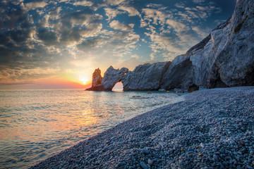 Schöner Strand bei Sonnenaufgang
