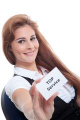 Hübsche junge Geschäftsfrau hält Visitenkarte Top Service