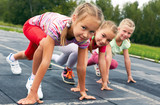 girls starting to run on track - 69048209