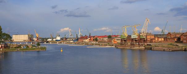 Szczecin - widok przemysłowy - odra