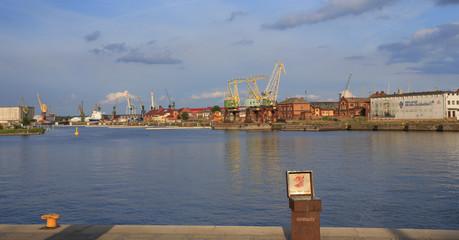 Szczecin - przemysł  stoczniowy - dźwigi