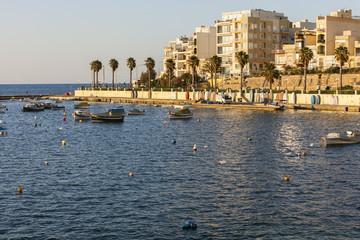 Boote in der Bucht von St Paul auf der Insel Malta