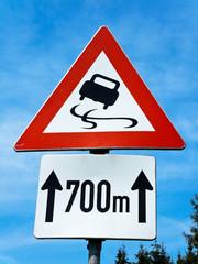 Verkehrsschild Schleudergefahr