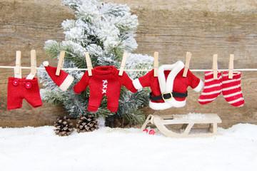 Weihnachtskleidung an der Leine