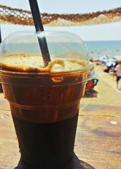 Caffe shakerato sulla spiaggia