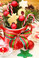 Weihnachtsmotiv: Plätzchen und Zuckerstangen