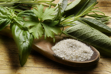 Homemade herb salt Sale alle erbe Kräutersalz Sal de hierbas