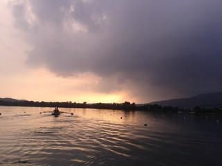 Canottaggio al tramonto