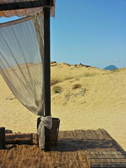 Gazebo che guarda le dune di sabbia