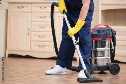 Leinwanddruck Bild Janitor depriving you from dirt