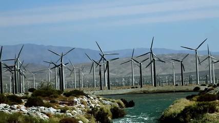立ち並ぶ風力発電機_1