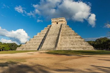 Pyramid of Kukulkan Chichen Itza, Mexico