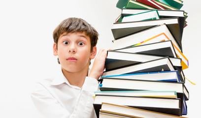 Портрет подростка с книгами