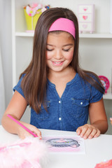 Beautiful young girl drawing a picture