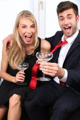 Mann und Frau in Abendbekleidung