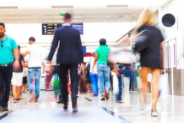Menschenmenge beim Shopping