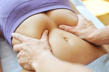 Wohltuende Bauchmassage