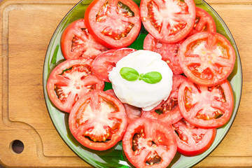 Salad of tomato and mozzarella from above