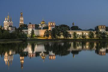 Москва Новодевичий монастырь ночью
