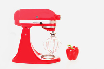 Farbvergleich rote Küchenmaschine und Paprika