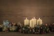 Adventskranz: Weihnachtskarte klassisch mit Kerzen
