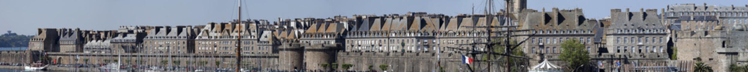 Panorama de Saint-Malo vu du port de commerce