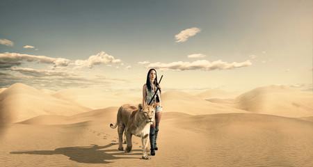Schöne Frau und Löwin in der Wüste