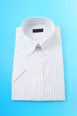 男性用のシャツ