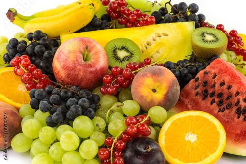 canvas print picture Farbenfrohes Obst auf weissem Hintergrund