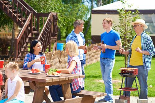 Family gathering - 69114815