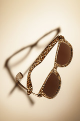 Sonnenbrille mit falschem Schatten