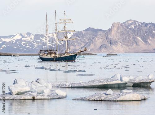 Fotobehang Antarctica 2 Yacht in the Arctic fjord - Spitsbergen, Svalbard