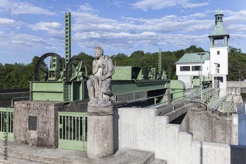 Fotobehang Kanaal Hochablass am Kuhsee in Augsburg