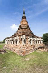 Wat Chang Lom mit Relief von Elefanten in Sukhothai