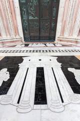 Duomo di Siena, pavimento esterno di fronte all'ingresso