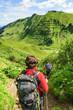 Wanderer beim Abstieg vom Berg
