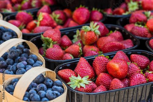 Aluminium Praag Baskets Of Fresh Strawberries In A Street Market