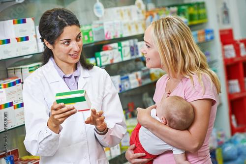 Zdjęcia na płótnie, fototapety, obrazy : Pharmacy chemist, mother and child in drugstore